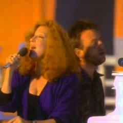Bette Midler - Under The Boardwalk